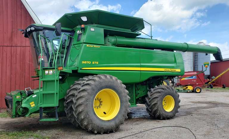 2011 John Deere 9870 STS Bullet Rotor PRWD Combine, (2650 Engine Hours, 1860 Separator Hours), 650x38 Dual, Firestone 28L-20 Rear Tires, 26' Unload Auger, 400-Bin Extension, Round Bar Concave, Self-Leveling Sieve, Rebuilt Chopper, 2 Power Cost, Nice Used Combine, Field Ready