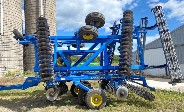 Landoll 7431 29' Vertical Till, Updated Main Frame Tires to the Heavy Duty, Includes a Spare Tire