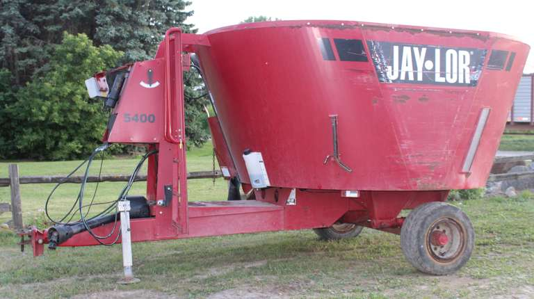 Jay-Lor 5400 Feed Mixer, Bought New in 2014, Scale, Good Condition