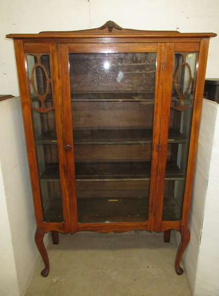 Queen Anne Leg Curio Glass Cabinet with Three Removable Shelves