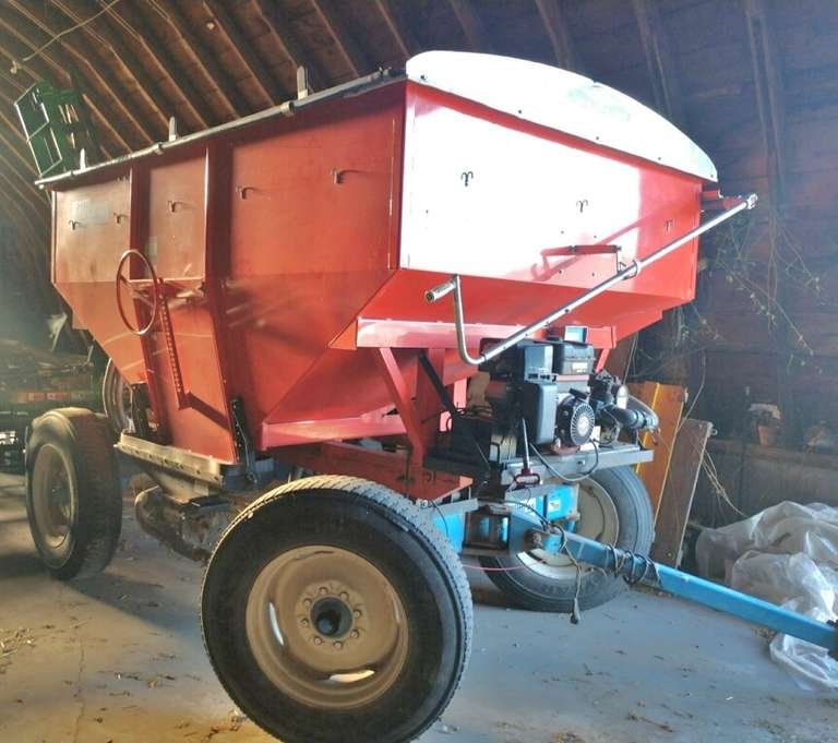 Seed Tender, Killbros 350 with 11.22-5 Tires, Shur-Lok Roll Tarp, Dial-Star EZ 400 Scales, Systems One, Seed Jet II, Looks and Works Excellent