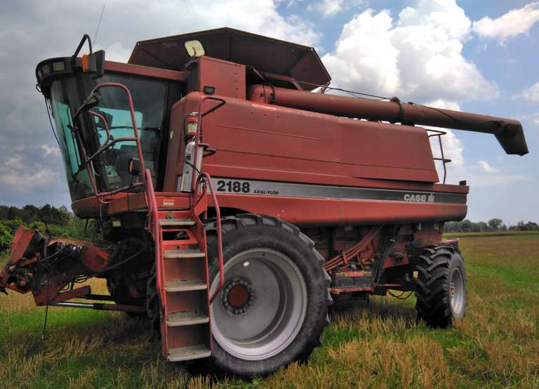 1997 Case International Harvester 2188 4WD Combine, 13-Bolt Finals, Duals, Rock Trap Runs Out Well, Ag Leader Integra Available to Buyer for Additional Cost