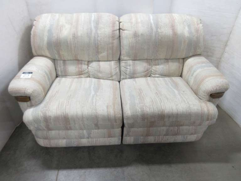 Rowe Furniture Double Recliner Loveseat, Matches Lot No. 24