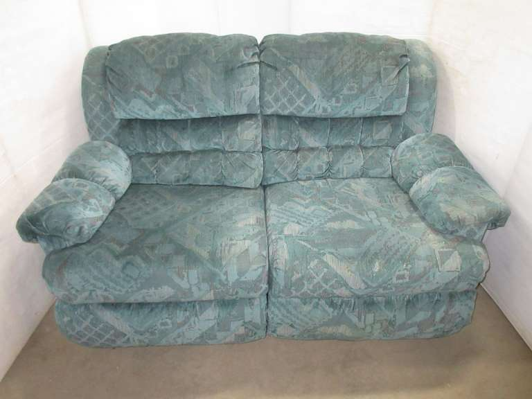 Blue Recliner/Loveseat, Matches Lot No. 26