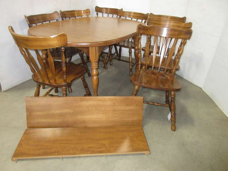 Dining Room Table with (8) Chairs and (2) Leaves