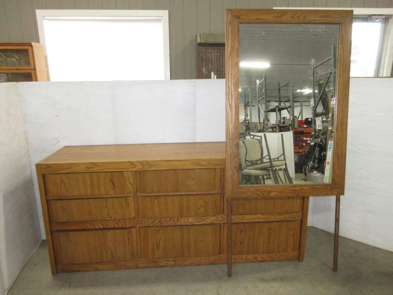 Thomasville Nine-Drawer Dresser with Dovetail Drawers and Mirror, Matches Lot No. 25