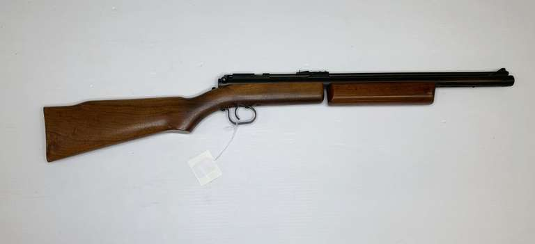 Benjamin Franklin Model 342 .22 Cal. Air Rifle with Soft Case, This Item is From the Gerald Force Estate of Millington, MI