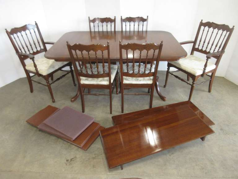 Kitchen Table with (6) Chairs and (2) Leaves