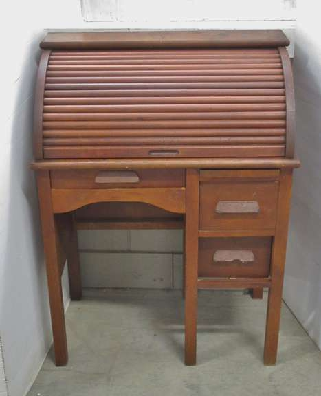 Older Roll Top Desk, Manufacture Co. of Children Furniture Union City, PA
