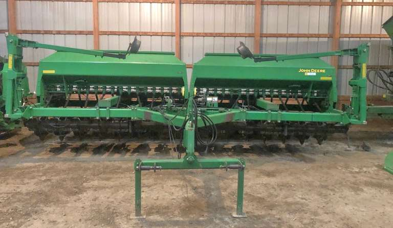"John Deere 1590 No-Till Drill, 20' with Markers, 7 1/2"" Spacing, (All New Boots, Discs, Gauger Wheels in 2019)"