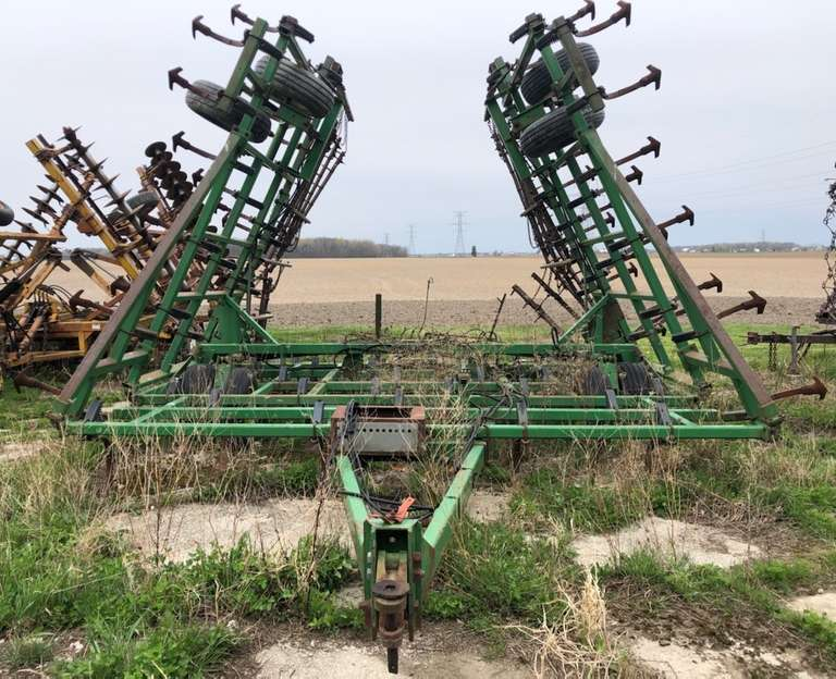 John Deere 960 35' Field Cultivator, Knock-On Shovels, Rear Hitch, 5-Bar Spikes, Some Welds, Field Ready, Fair Condition, Some Spare Parts Included