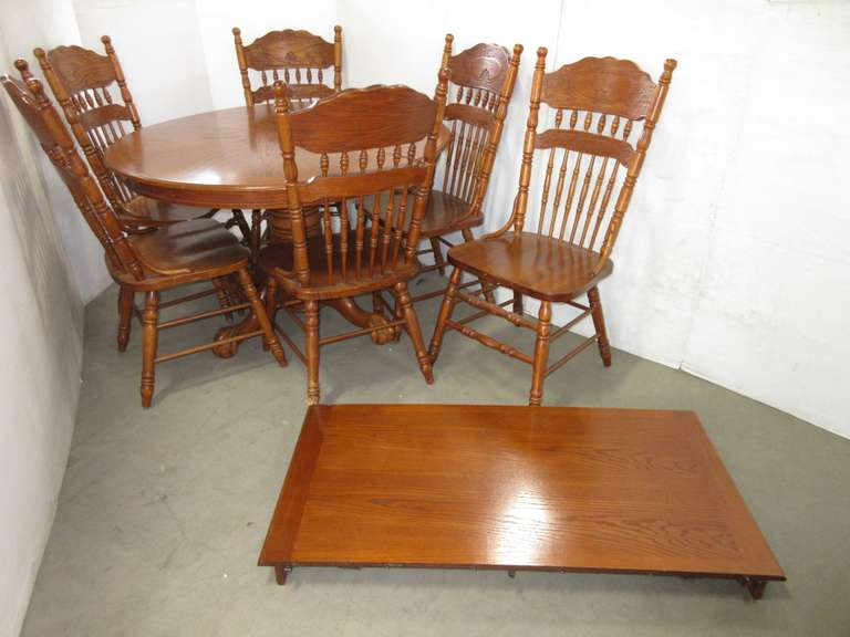 Dining Table with Leaf and (6) Chairs