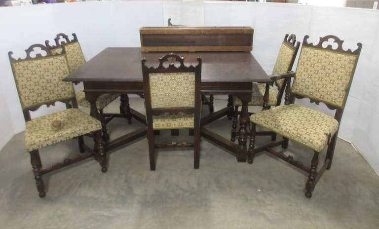 Table and Chairs with (4) Leaves