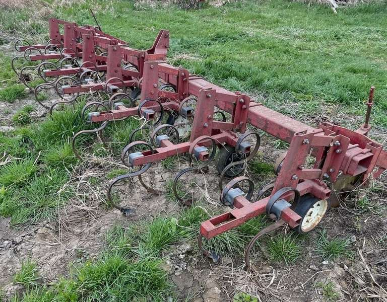6-Row Row Crop Field Cultivator, 3-Point Hookup, Not Used in a Few Years, Good Working Condition